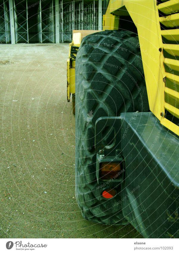 BOB(1) gelb Arbeit & Erwerbstätigkeit groß Baustelle Industrie bauen Bauarbeiter Baugerüst Gummi Bagger Walze Schaufel Arbeiter Baufahrzeug Riesa