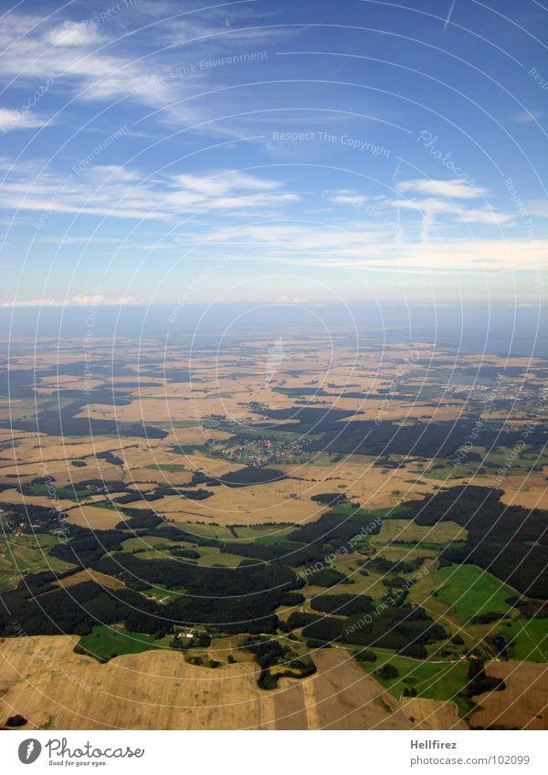 flyfly Himmel blau Strand Wolken Wald Feld Küste Horizont Erde Luftverkehr Klarheit Hügel Ostsee Ackerbau Blauer Himmel schlechtes Wetter