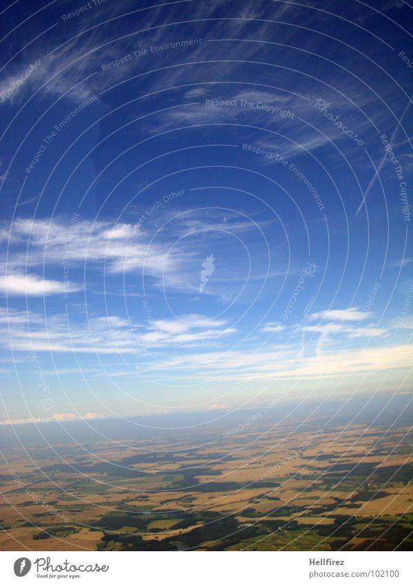flyfly 2 Wolken Feld Strukturen & Formen Ackerbau Messung Topografie Hügel Horizont schlechtes Wetter Strand Küste Himmel Luftverkehr Erde Ostsee bosen Klarheit