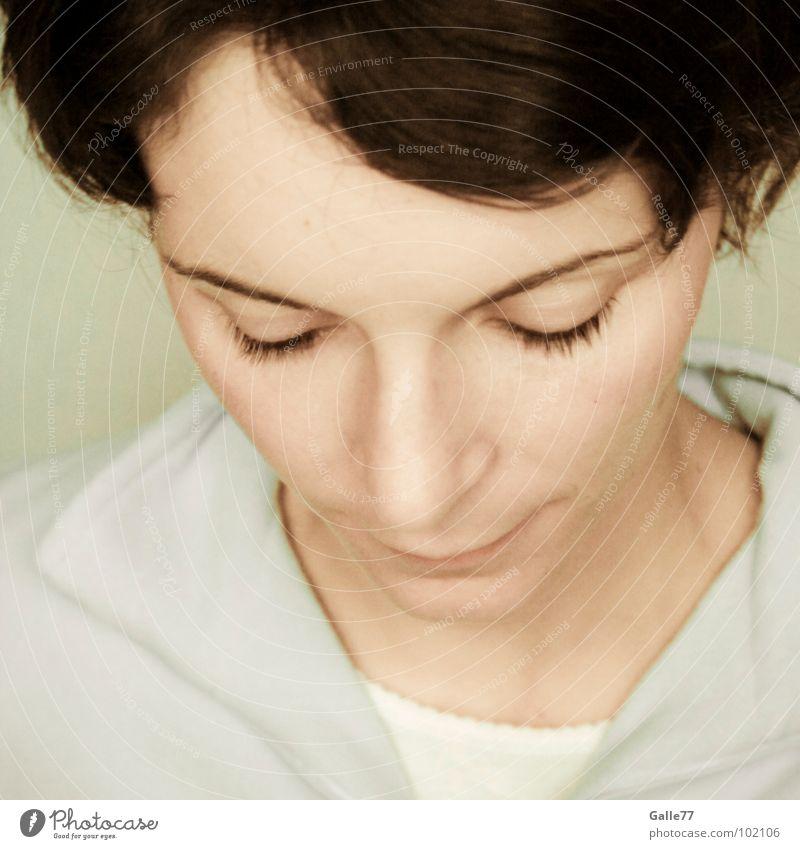 gedankenvoll untergehen besonnen Denken Gedanke besinnlich tiefgründig Porträt Frau zart vertieft Betty Momentaufnahme