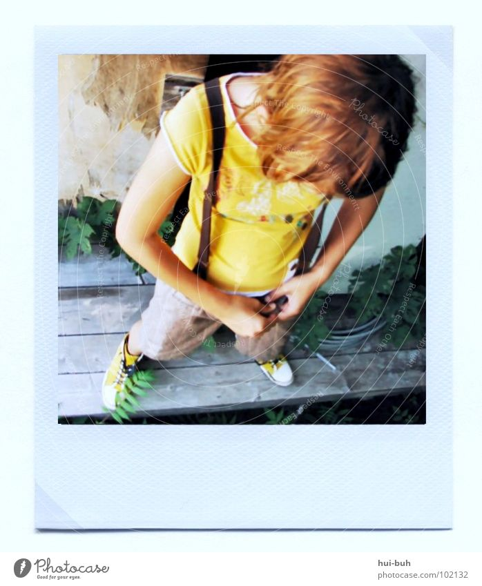 (K)ein Polaroid alt Stil Haare & Frisuren Schuhe Fotografie klein Polaroid Bekleidung süß Coolness kaputt Bild zart lässig fein Rahmen
