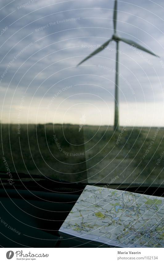 Auf sie, Rosinante! Erholung Ferien & Urlaub & Reisen Autofahren Pause Landkarte dunkel Wolken schlechtes Wetter Unwetter Propeller Windkraftanlage Elektrizität