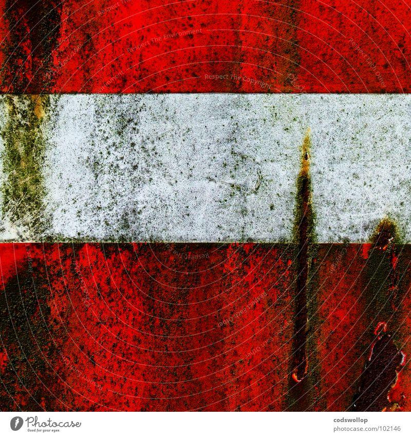 entreé interdite alt weiß rot dreckig Verkehr Kommunizieren Rost Hinweisschild Parkplatz Symbole & Metaphern Algen Straßennamenschild Rust gekratzt