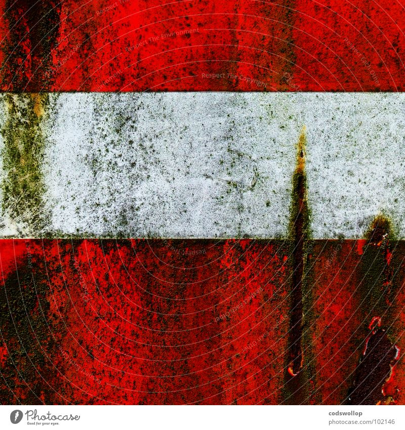 entreé interdite Straßennamenschild Parkplatz rot weiß gekratzt dreckig Algen Rust abstrakt Verkehr Kommunizieren no entry kein eingang sign instruction