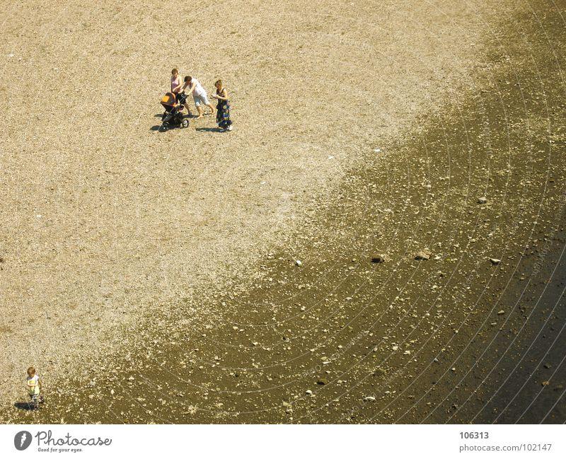DIE DREI LUSTIGEN VIER [END] Mensch Frau Kind Mann Wasser Meer Strand Einsamkeit ruhig Erholung Spielen Junge Küste Sand Stein See