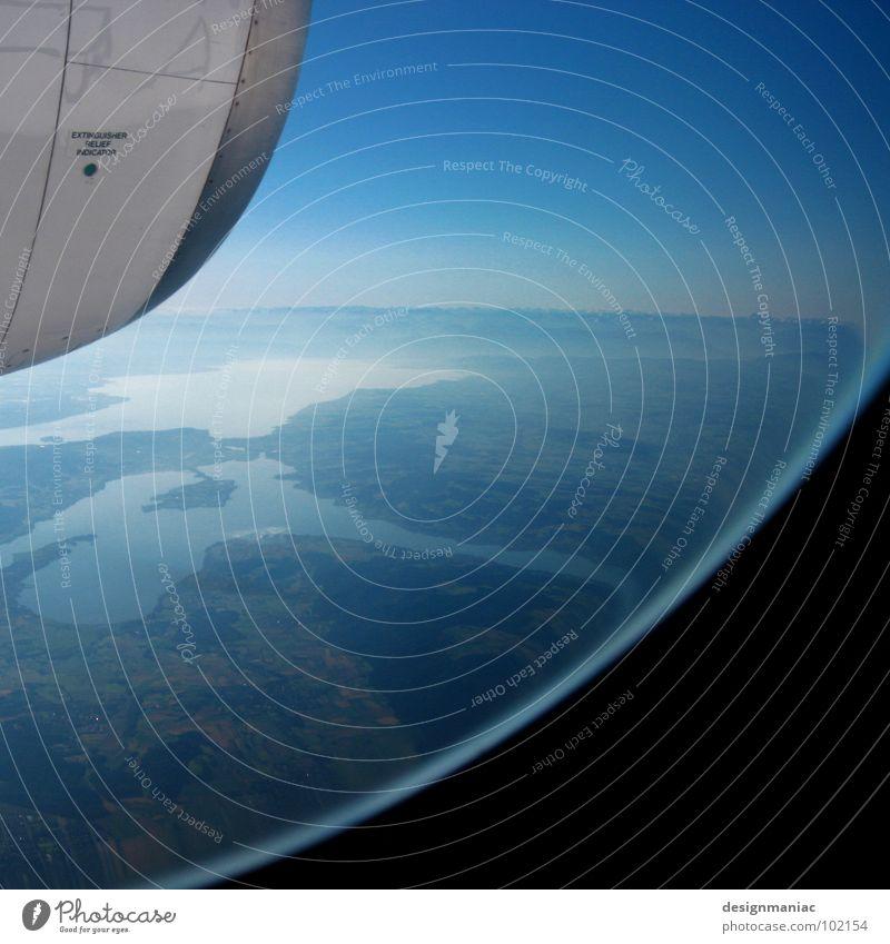 Orbiter 7 blau Sommer Wasser Landschaft Ferne Fenster schwarz Berge u. Gebirge Stil Flugzeugfenster See oben Metall Horizont Erde frei
