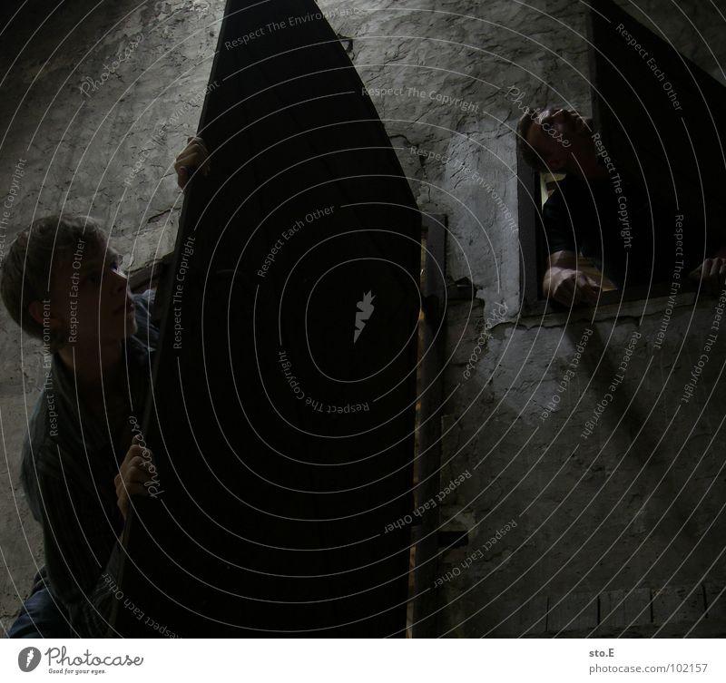 nutzung aller auswege Mensch Jugendliche alt ruhig Einsamkeit kalt dunkel Wand Tod Holz Angst Raum Tür frei leer gefährlich