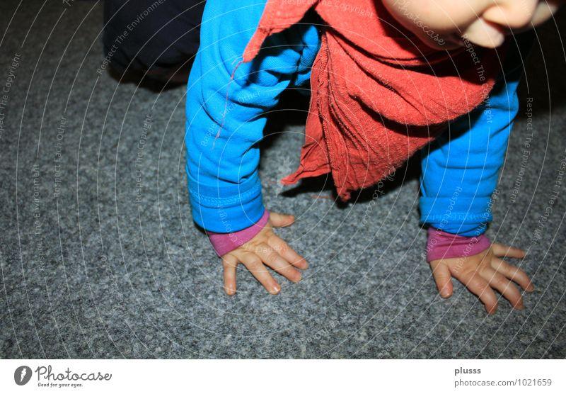 """""""Weltreise"""" Mensch Kind blau Hand rot Bewegung gehen Kindheit Arme laufen Baby Lebensfreude lernen Abenteuer Neugier entdecken"""