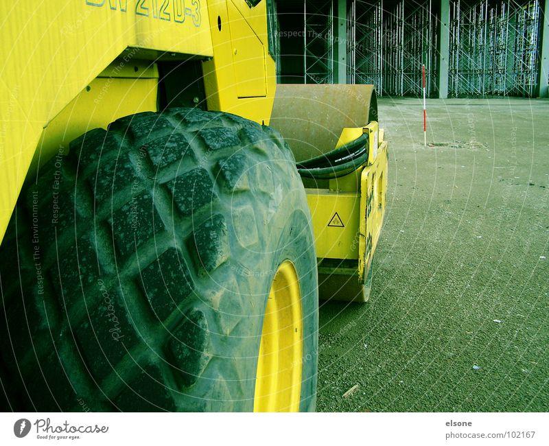 BOB[2] gelb Arbeit & Erwerbstätigkeit groß Baustelle Industrie Macht bauen Bauarbeiter Baugerüst Gummi Bagger Walze Schaufel Arbeiter Bob Bauherr