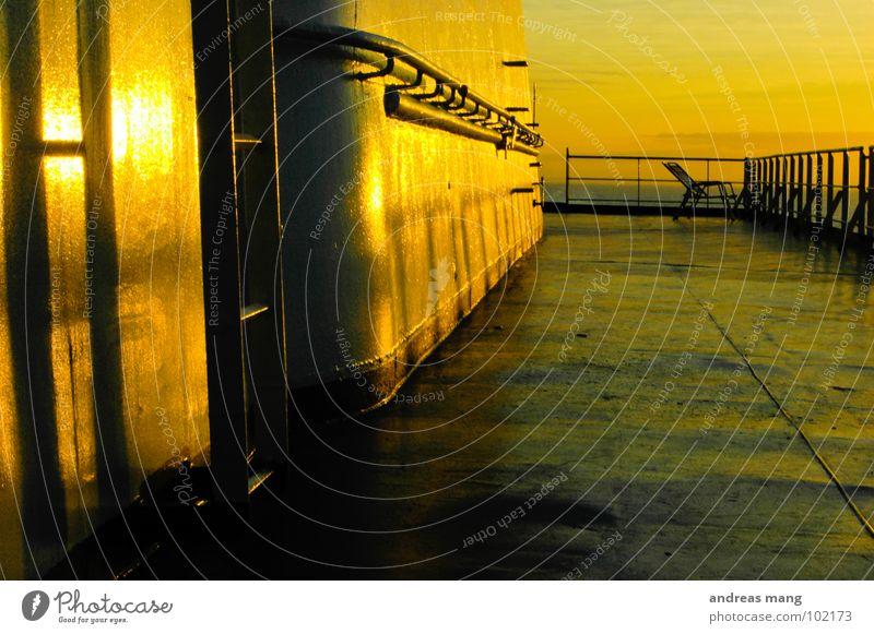 A place to chill Meer Ferien & Urlaub & Reisen ruhig gelb Stimmung orange Metall fahren Stuhl Freizeit & Hobby Stahl Leiter Schifffahrt Geländer Abenddämmerung