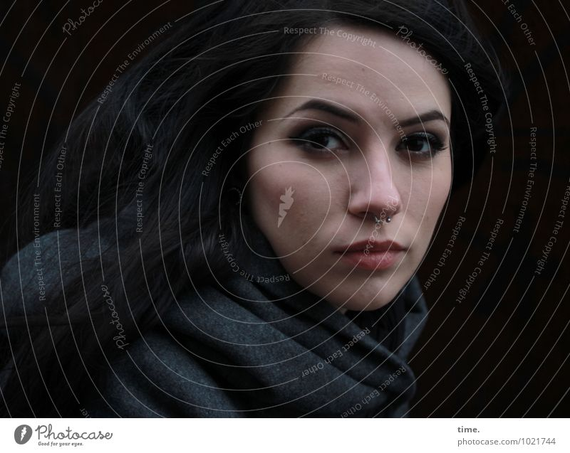 . Mensch Jugendliche schön Junge Frau ruhig feminin Denken Zeit warten beobachten Coolness geheimnisvoll Gelassenheit Konzentration Wachsamkeit langhaarig