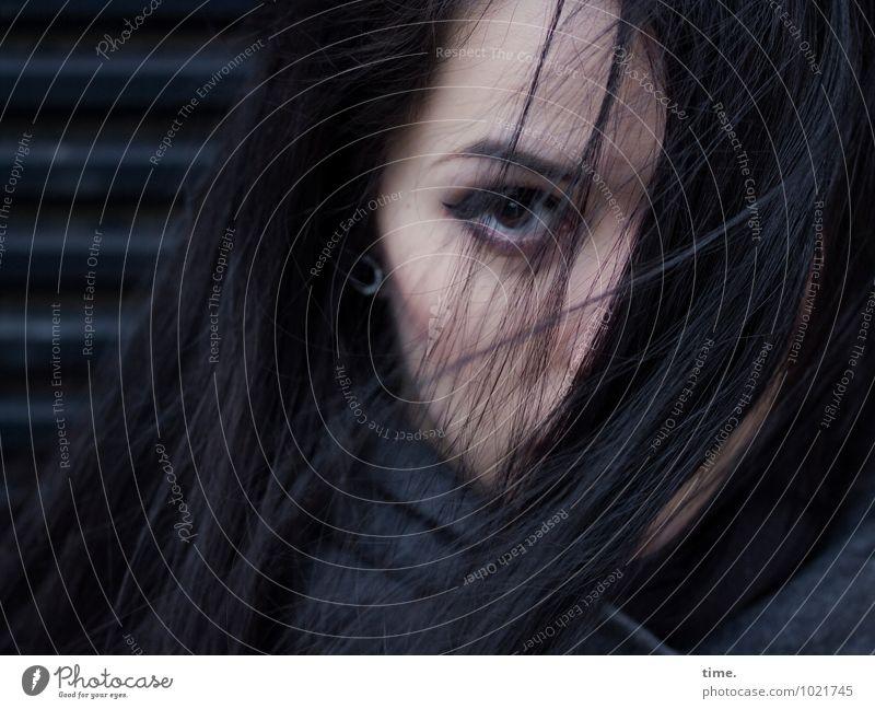 . Rolltor feminin Junge Frau Jugendliche 1 Mensch Mantel Ohrringe schwarzhaarig langhaarig beobachten Blick warten schön Gefühle Selbstbeherrschung Traurigkeit