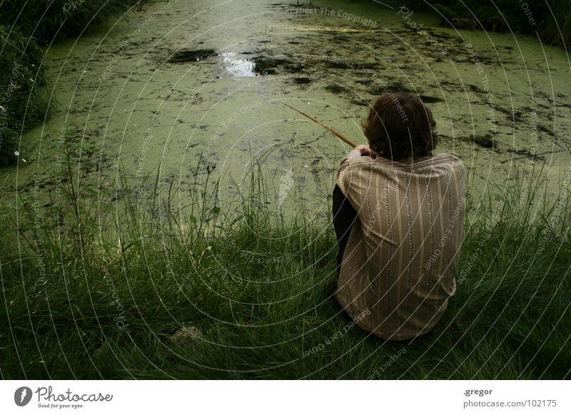 fishing Gozilla Teich Ententeich See Gras grün Angler Angelrute Angeln Fischer ruhig Ausdauer warten dauern ruhen Ausgelassenheit schweigen Frieden Aal Makrele