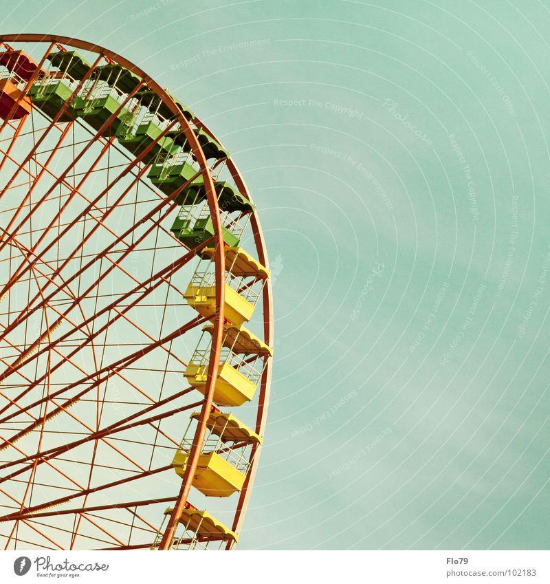 Ostalgie Riesenrad Jahrmarkt Osten Schulden stilllegen gelb grün rot mehrfarbig Stahl Eisen streben Fluchtpunkt groß Macht drehen kreisen türkis Oktoberfest