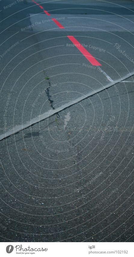unterbrochen rot vs. konstant weiß Muster Untergrund Beton Teilung Abteilung Hochformat Am Rand Grenze scheckig Geometrie Gegenteil entgegengesetzt unbeständig