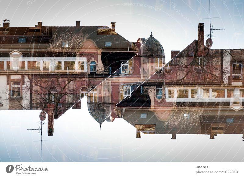 Nachbarschaft Haus Architektur Gebäude außergewöhnlich Lifestyle Stimmung Wohnung Häusliches Leben Ordnung Perspektive verrückt Bauwerk Wolkenloser Himmel
