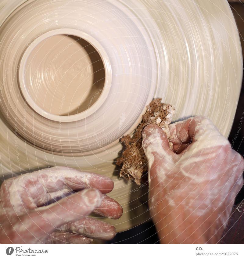 töpfern Hand Arbeit & Erwerbstätigkeit rund Handwerker Kunsthandwerk Ton Porzellan Keramik Schwamm Töpferscheibe Kunsthandwerker Steingut Töpfern