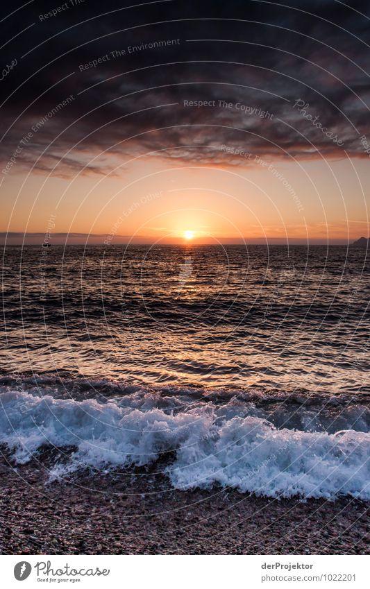 Ein Sonnenuntergang mit Gischt Natur Ferien & Urlaub & Reisen Pflanze Sommer Landschaft Wolken Tier Ferne Strand Umwelt Gefühle Küste Freiheit Tourismus Wellen Insel