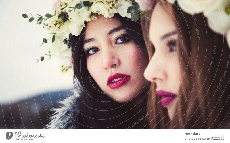 Zwei Mädchen mit Blumen Reichtum elegant Stil exotisch schön Haare & Frisuren Haut Gesicht Kosmetik Parfum Creme Schminke Lippenstift Junge Frau Jugendliche