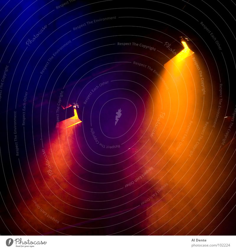 Light fantastic Performance Bühnenbeleuchtung Quadrat Blues schön Dan Brady colours lighting lights smoke stages theatres colors illuminate moody atmospheric