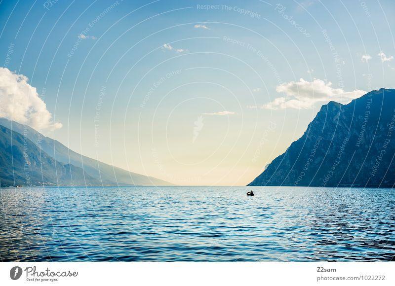 Stille Himmel Natur Ferien & Urlaub & Reisen blau Wasser Sommer Erholung Einsamkeit Landschaft ruhig Ferne Umwelt Berge u. Gebirge Reisefotografie Freiheit See