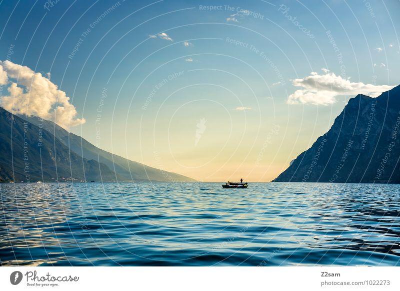 Fischer Mensch Himmel Natur Ferien & Urlaub & Reisen Sommer Sonne Erholung Landschaft ruhig Ferne Erwachsene Berge u. Gebirge See Wasserfahrzeug maskulin