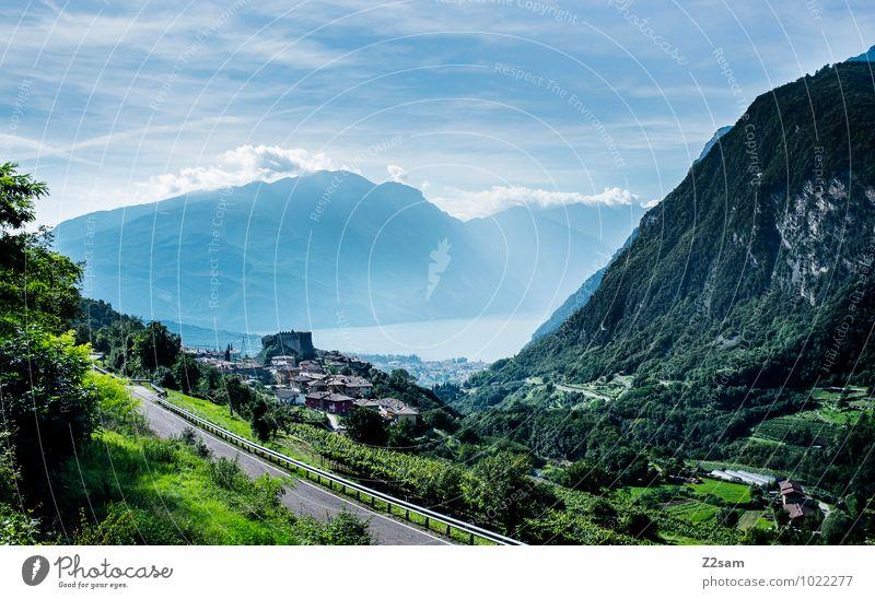 Riva del Garda Himmel Natur Ferien & Urlaub & Reisen Stadt blau grün Sommer Erholung Landschaft ruhig Wolken Haus Ferne Umwelt Berge u. Gebirge Straße