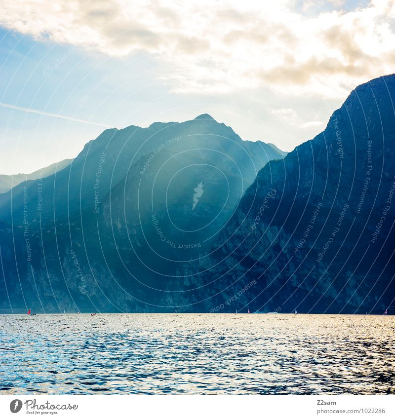 Lago di Garda Natur Ferien & Urlaub & Reisen Sommer Wasser Sonne Erholung Landschaft ruhig Ferne Berge u. Gebirge Umwelt natürlich See Felsen Tourismus leuchten