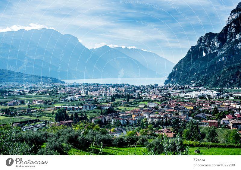 Riva del Garda Ferien & Urlaub & Reisen Sommerurlaub Natur Landschaft Himmel Wolken Klima Wetter Schönes Wetter Sträucher Berge u. Gebirge See Dorf Kleinstadt