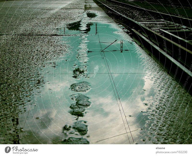 fernweh Eisenbahn Gleise Zukunft nass Einsamkeit Pfütze Reflexion & Spiegelung Beton Stahl Wohngemeinschaft Verkehr Sehnsucht Ferne grau schwarz Riesa Wolken