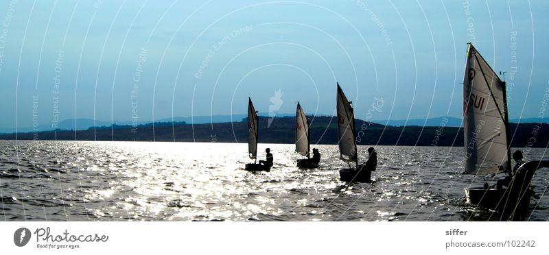 ab ins Blaue blau Wasser weiß Meer schwarz kalt Wärme See Wasserfahrzeug Wind dreckig nass Physik Segeln feucht Strommast