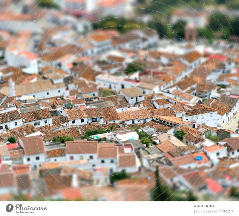 Mini-Dorf in Andalusien weiß Stadt Landschaft braun klein Europa Spanien Dach Surrealismus Miniatur Tilt-Shift