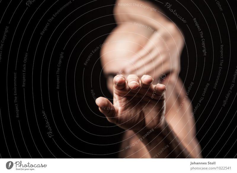 Die einäugige Cobra Mensch nackt schön Hand Erwachsene maskulin Haut Tanzen ästhetisch bedrohlich Finger berühren Meditation Theater Bühne Aggression