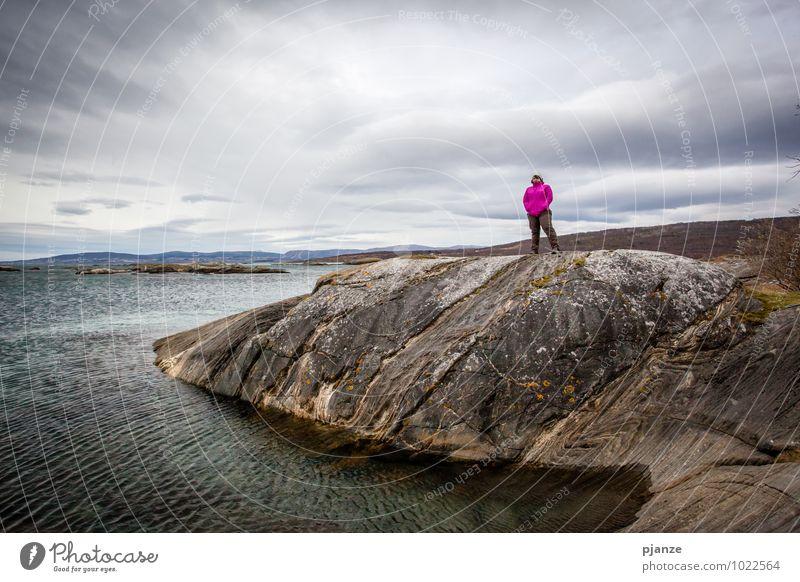 Aussicht Mensch Frau Natur Ferien & Urlaub & Reisen Jugendliche Wasser Junge Frau Erholung Meer Landschaft Wolken 18-30 Jahre Ferne Erwachsene Herbst feminin