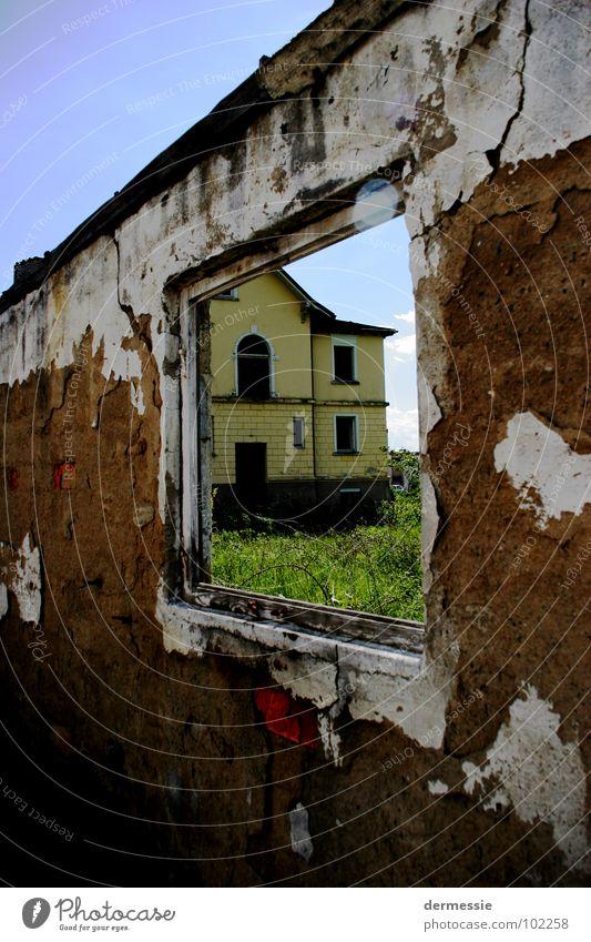 Verlassenes Haus Einsamkeit Fenster Gebäude Raum Fabrik kaputt Zerstörung