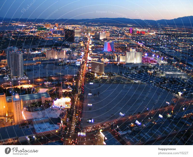 Stratosphere Stratosphere Las Vegas The Strip Striptease Horizont Hotel Amerika Nevada Nordamerika Licht Skyline Spielkasino USA Wüste
