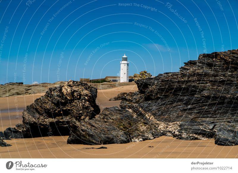 Leuchtturm in Cornwall mit Felsen im Vordergrund Natur Ferien & Urlaub & Reisen Meer Landschaft Ferne Umwelt Küste Frühling Freiheit Freizeit & Hobby Tourismus