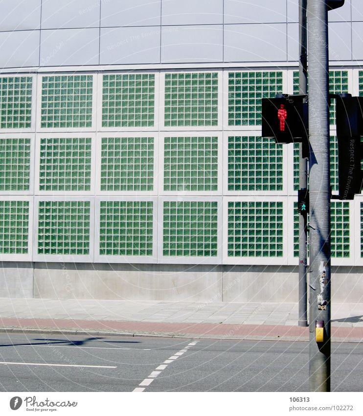 THE RED LIGHT alt grün Stadt rot Wolken Straße Fenster Gebäude Lampe Linie Deutschland Beleuchtung Glas geschlossen Industriefotografie