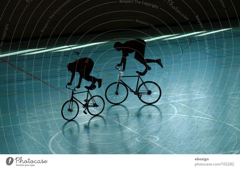 rad-akrobatik blau Farbe Sport Spielen Bewegung Paar Zufriedenheit Fahrrad Zusammensein Beleuchtung Kreis paarweise fahren Freizeit & Hobby Konzentration