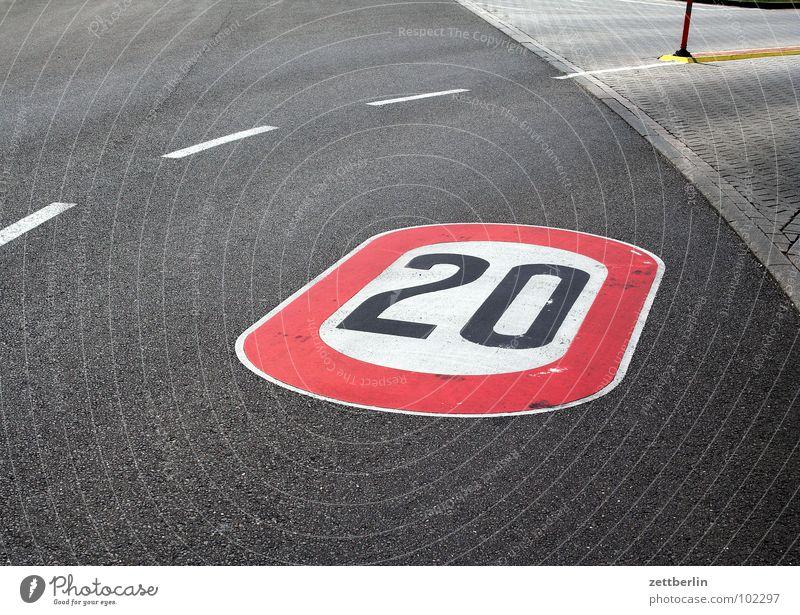 20 Jubiläum Strichellinie Asphalt 8 Verkehrswege Kurve Straße Wege & Pfade