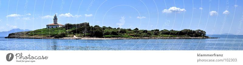Die Insel Meer Wolken Leuchtturm Wald Horizont Süden See Erholung Meerwasser Strand Altokumulus floccus Wasserfahrzeug Motorboot fahren Segeln Ankunft