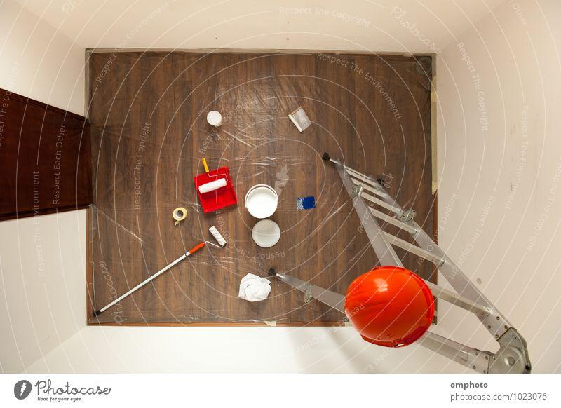 Kleiner Raum für die Dekoration mit weißer Latexfarbe vorbereitet Dekoration & Verzierung Laufmasche Mantel Büchse Kunststoff neu Farbe Malerei Vorbereitung