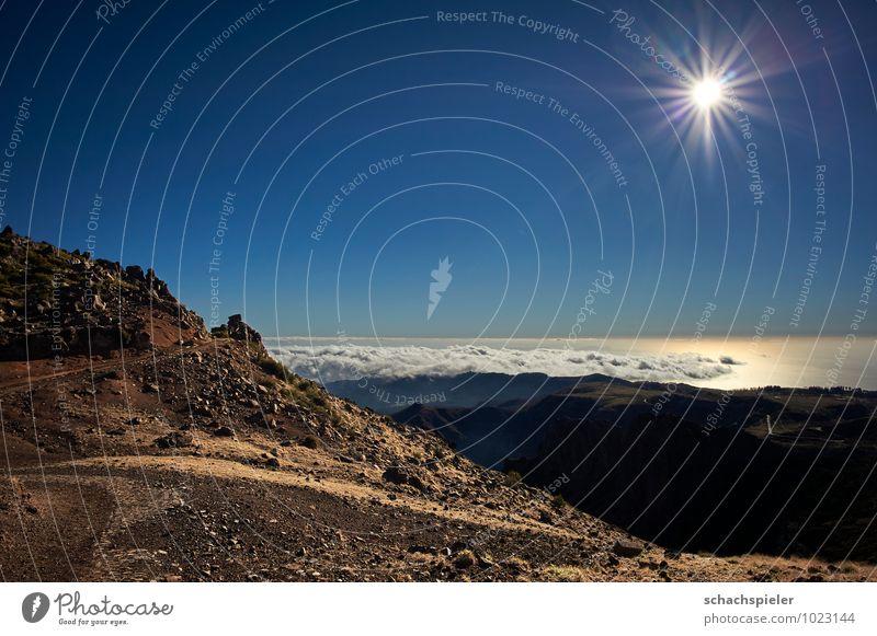 Blick vom Pico do Arieiro II Himmel Natur Ferien & Urlaub & Reisen blau weiß Sonne Meer Landschaft Wolken Ferne Umwelt Berge u. Gebirge braun Felsen Luft Erde
