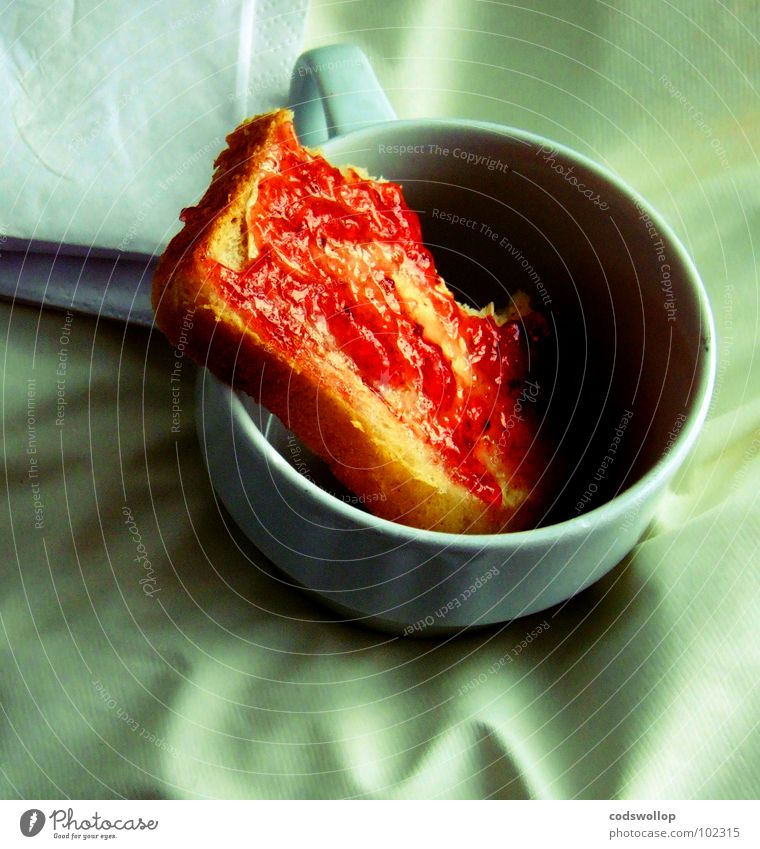 genau my cup of toast ! rot Ernährung Kaffee Küche Speise Tee Frühstück Tasse Brot obskur aufwachen Serviette Marmelade Butter Toastbrot Getränk
