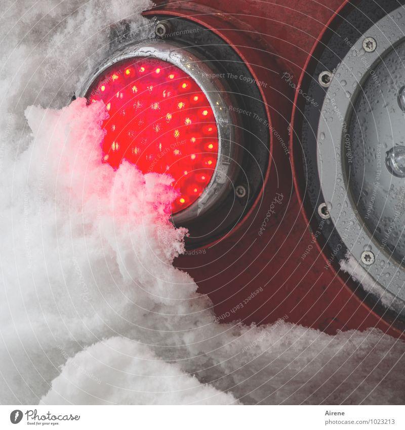 der Winter ist am Zug Ferien & Urlaub & Reisen weiß rot kalt Schnee Eis leuchten Verkehr Eisenbahn fahren Scheinwerfer Lokomotive Bahnfahren Rücklicht