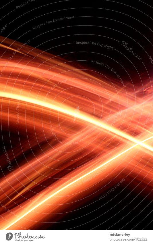 firestripes löschen Streifen Licht dunkel Nacht Geschwindigkeit Belichtung Zeit Langzeitbelichtung heiß rot gelb Spielen gefährlich Feuer Brand Wasser Feuerwehr