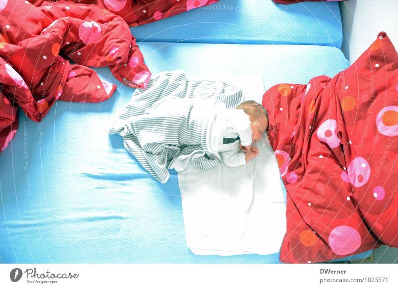 Stammhalter Mensch Kind blau schön rot ruhig Glück liegen träumen Körper Bekleidung Baby schlafen Bett Kleinkind Fürsorge