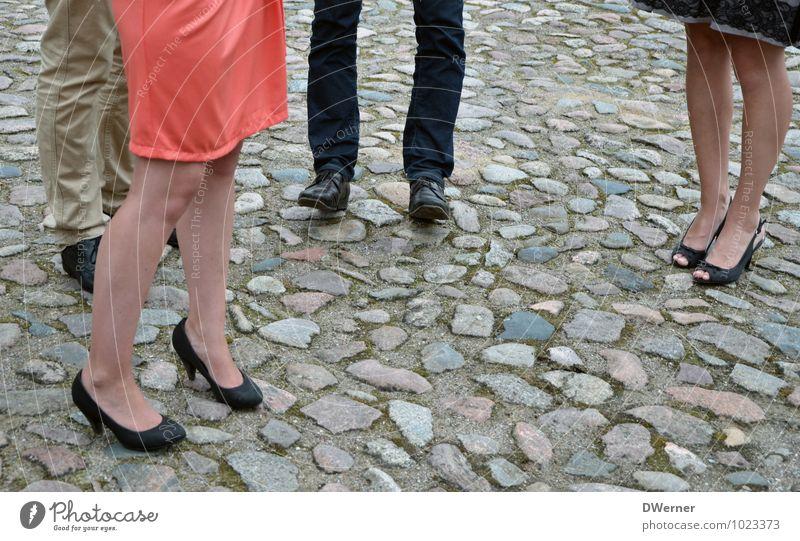 Beine Mensch Jugendliche schön Junge Frau Junger Mann 18-30 Jahre Erwachsene Straße Liebe feminin Stil Glück Lifestyle Mode Party