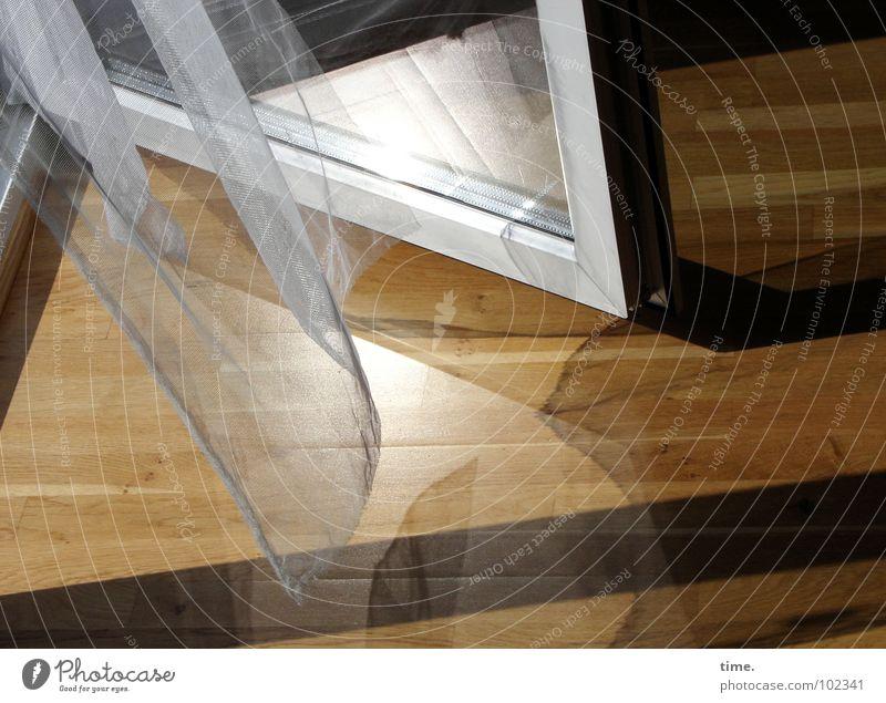 Get in ... you're welcome Licht Schatten Reflexion & Spiegelung Sommer Sonne Innenarchitektur Raum Kunst Wind Wärme Holz Glas Traurigkeit braun weiß Trauer