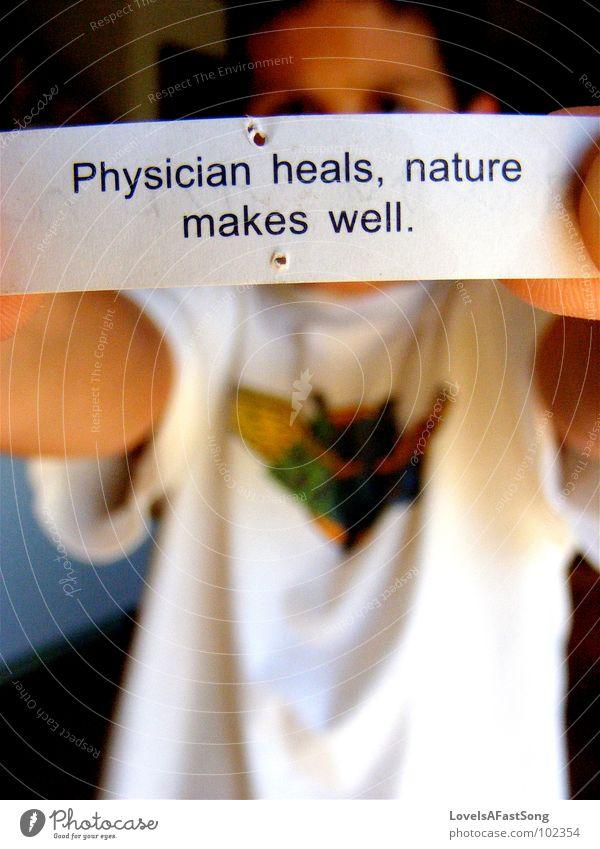 fortune cookie Natur Junge Schlagwort Gesundheitswesen Schriftzeichen Papier Buchstaben Arzt Typographie zeigen Zettel Text Redewendung Englisch 1 Mensch Beruf